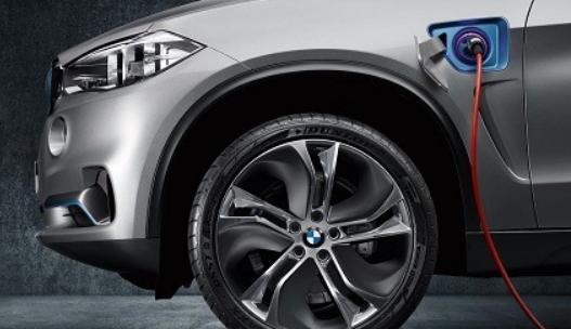 宝马是几家寻求多种推进选择的汽车公司之一