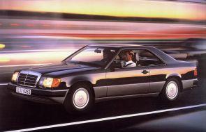 梅赛德斯 - 奔驰庆祝C 124成立30周年