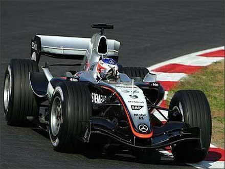 迈凯轮2050 F1赛车 300英里/小时的电动汽车 可产生变形