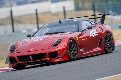 法拉利在F12 TDF的骨头上建造定制的SP3JC敞篷跑车