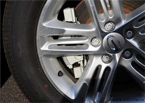 公路车如何在不从轮辋撕裂轮胎的情况下将其转化为向前的推力