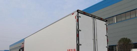 评测东风天龙前四后八30方铝合金运油车上装篇及福田欧曼EST前四后八国六9.45米冷藏车底盘篇