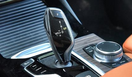 评测华晨宝马X3 xDrive30i发动机怎么样及众泰T500主动刹车功能介绍