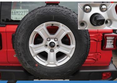 评测2018款牧马人外挂式备胎介绍及2018款牧马人轮胎型号尺寸多少
