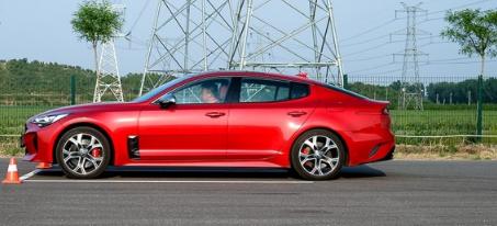 评测斯汀格GT+百公里加速时间及君马S70七座空间大吗