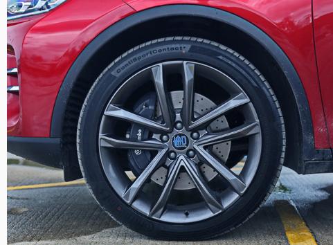 评测2018款唐DM轮圈和轮胎尺寸规格及2018款唐DM刹车卡钳和制动盘介绍