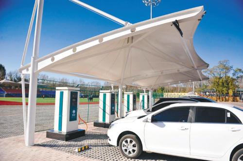 越来越多的电动汽车充电站正在建设中