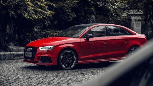 新款奥迪RS3轿车首次亮相 并获得2.5升涡轮增压发动机