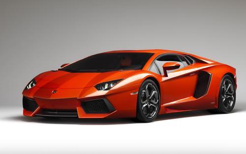曼索里在日内瓦车展上发布了最新版本的兰博基尼Aventador LP700-4