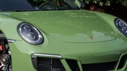 保时捷的911CarreraGTS敞篷车 标志性的斯图加特跑车的优雅覆盖的版本
