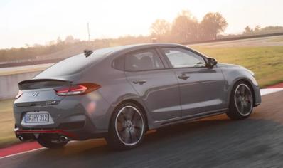 现代汽车已经发布了即将发售的最新性能车型的细节i30 FastbackN