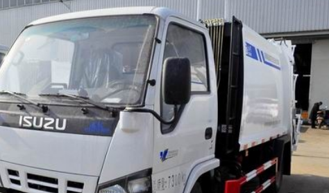 压缩式垃圾车是一种可将垃圾进行压缩的垃圾清运车辆
