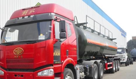 化工液体运输车的保养就非常关键