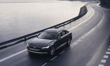 每台沃尔沃汽车均具有180km h的速度限制和保养钥匙