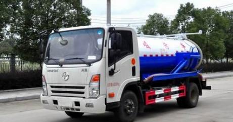 吸污车作为环卫型车辆市场需求越来越大 吸污车的罐体是装载污水的主体