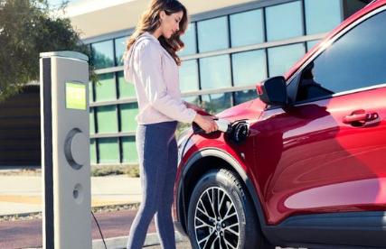 2020年福特Escape插电式混合动力车拥有37英里的续航里程