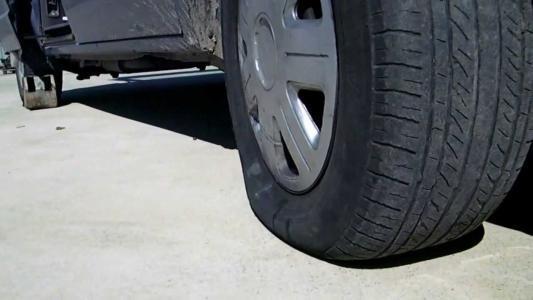 汽车前后轮胎气压是以多少标准的