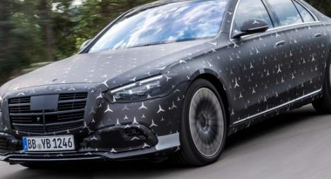 即将面世的梅赛德斯奔驰S级将是第一款为后排乘客配备正面安全气囊的汽车