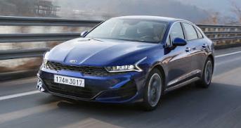 起亚在全新的2021 K5中推出了一款性感的行政轿车