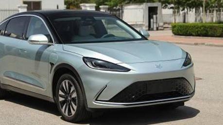 有国内媒体曝光了一张北汽新能源旗下ARCFOX品牌的纯电动轿车ARCFOX αS内饰谍照