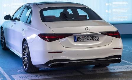 梅赛德斯奔驰推出真正的自动停车