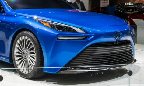 丰田Mirai燃料电池电动轿车即将进行重新设计 并且已经发现了原型