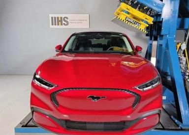 福特野马Mach-E有望在特斯拉Model Y之前获得最高的IIHS安全分数