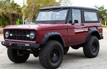 绿色1970年福特Bronco变成金属红色以隐藏土狼引擎大升级