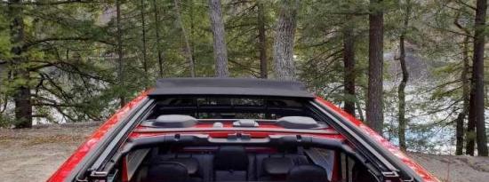 吉普车的一键式动力顶部车顶是理想的敞篷车设计