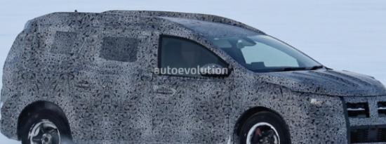 2022年达契亚洛根MCV旅行车拍摄了雪中的测试